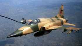 F5 marroquí modificado con lanza para reabastecimiento