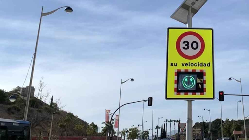 El límite de velocidad fijado para vías urbanas de un un carril por sentido es de 30km/h.