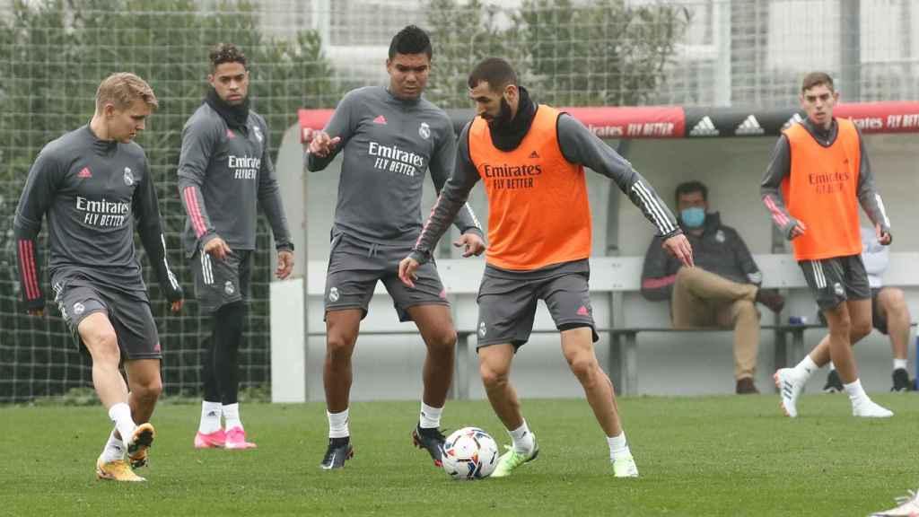 Karim Benzema y Casemiro en un entrenamiento del Real Madrid