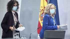Las ministras de Hacienda, María Jesús Montero, y Asuntos Económicos, Nadia Calviño.