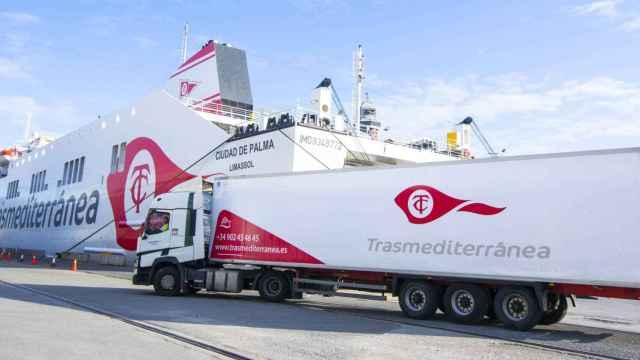 Embarque en uno de los navíos de Transmediterránea.