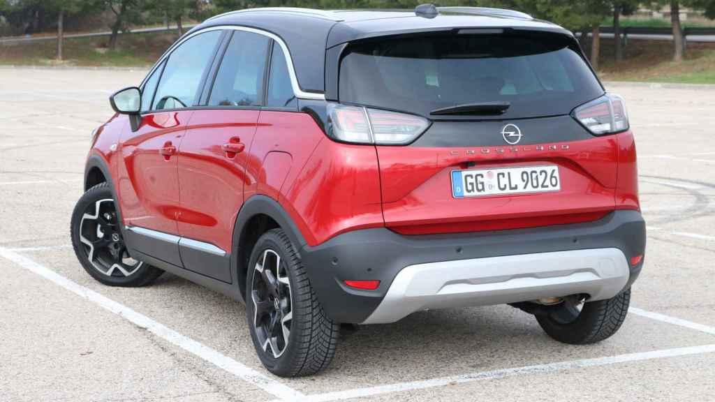 Este modelo reemplaza el Opel Crossland (con X) lanzado en 2017.
