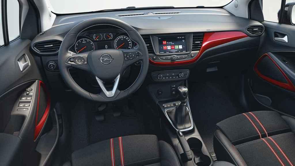 Interior del Opel Crossland, en el que todavía abundan el excesivo número de botones.