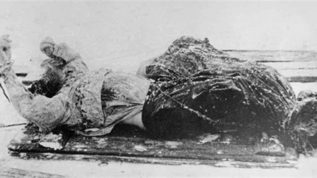 Rasputin's corpse on a sledge (1916).