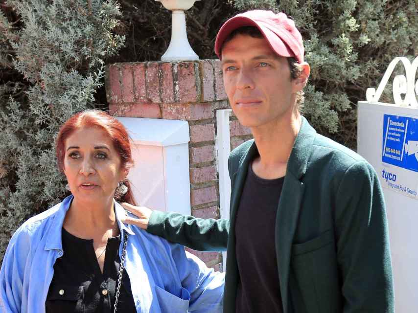 Lourdes y su hijo Camilo en la casa de Torrelodones.