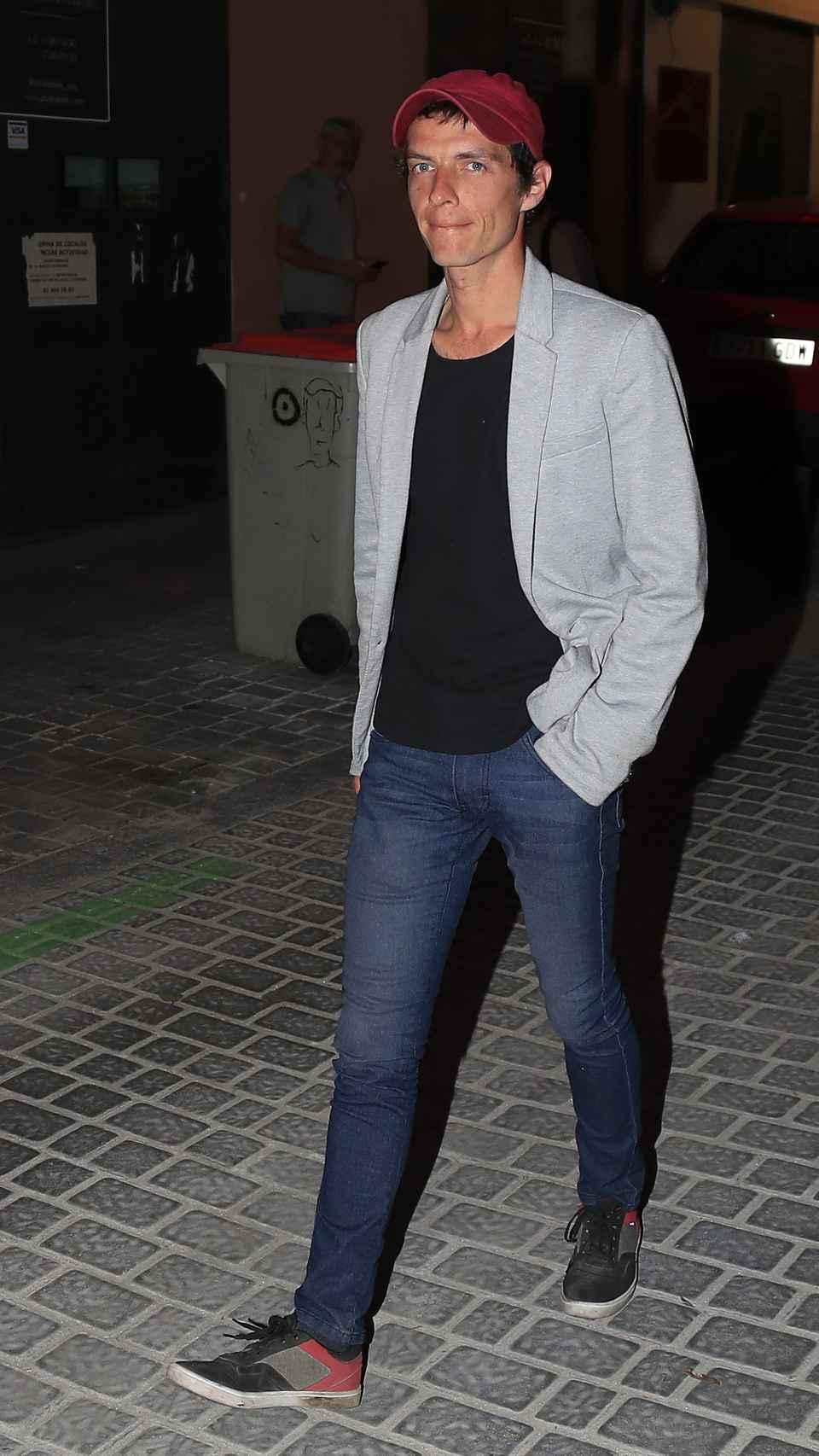 Camilo paseando por las calles de Madrid.