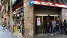 Locutorios y tiendas de telefonía de Barcelona gestionan por su cuenta las citas con el SEPE