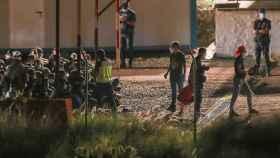 Dos centenares de inmigrantes trasladados al campamento del Ejército en  Barranco Seco, en Gran Canaria.
