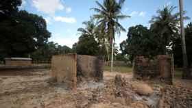 Los destrozos en uno de los pueblos atacados por los terroristas.