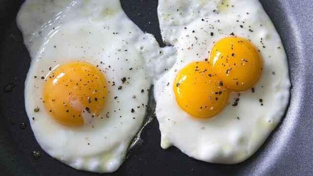 Unos huevos fritos.