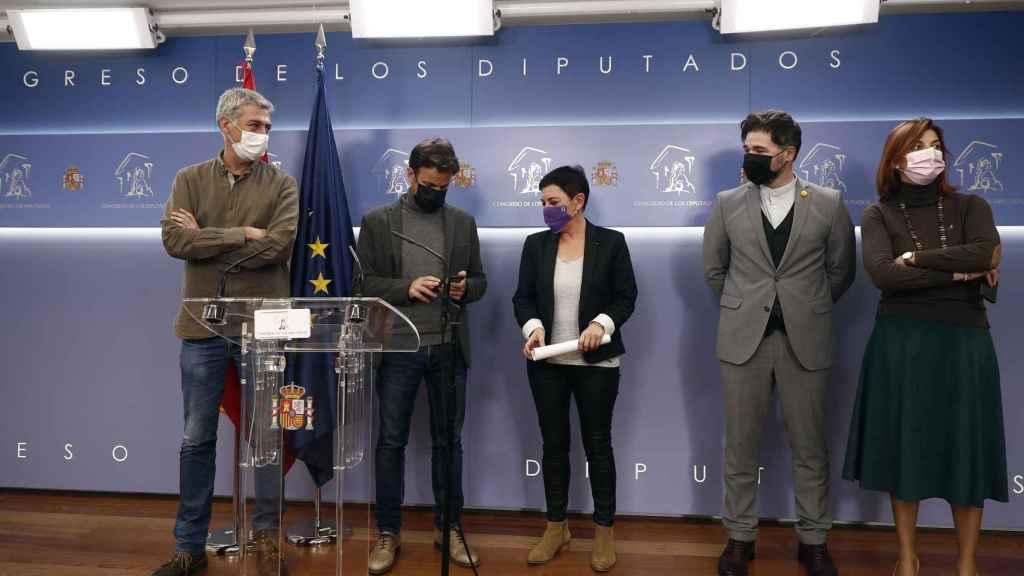 Miembros de Podemos, ERC y Bildu, presentando el pasado martes sin el PSOE una enmienda a los Presupuestos.