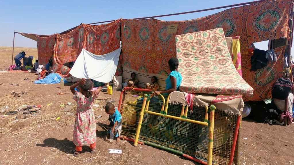 Etíopes que huyeron de Tigray, asentados en Hamdait.