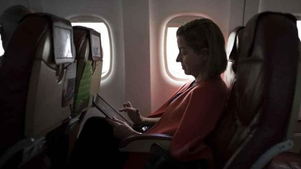 Ana Oramas, en uno de sus incontables viajes de avión a Madrid.