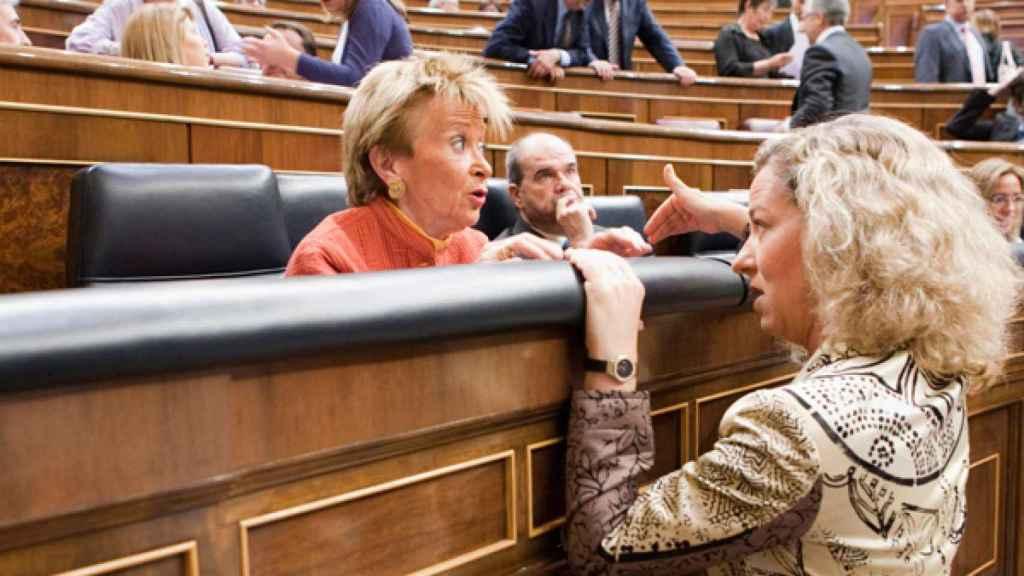 Ana Oramas y María Teresa Fernández de la Vega.