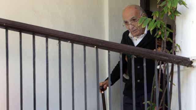 Francisco Brines, en su casa de Oliva, poco después de recibir el Cervantes.