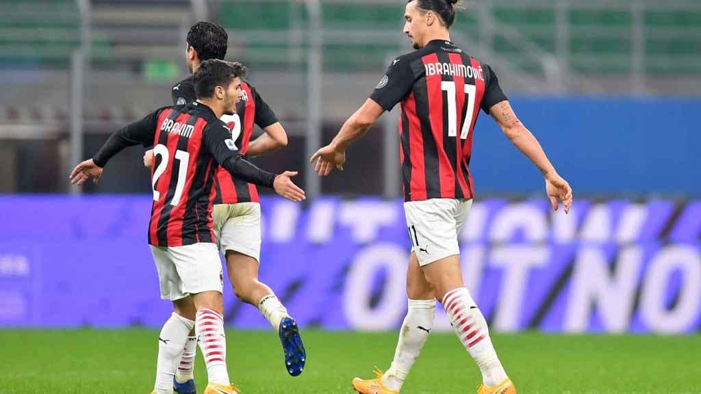 Ibrahimovic y Brahim celebran un gol