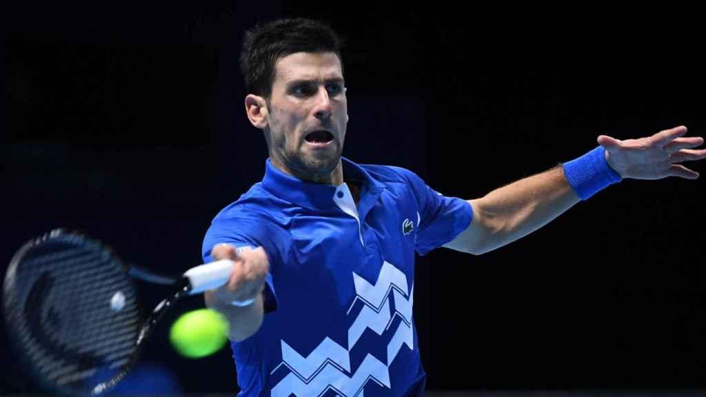 Djokovic conecta una derecha ante Zverev en las ATP Finals