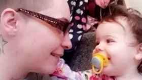 Katie Crowder y su hija