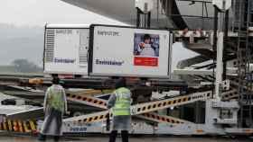 En el aeropuerto de Brasil ya han comenzado a recibir las primeras dosis de la vacuna china.