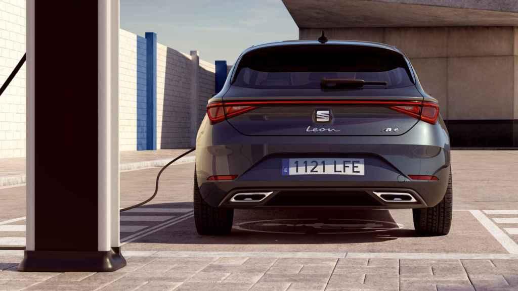 Así es la zaga del Seat León e-Hybrid, el coche que sortea El Español.