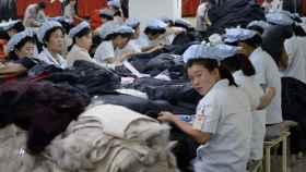 Unas mujeres trabajando en una fábrica de Corea del Norte, en una foto de archivo.