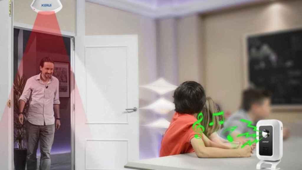 La imagen del anuncio de Aliexpress en la que Pablo Iglesias entra en la habitación y es detectado por una alarma antirrobo.