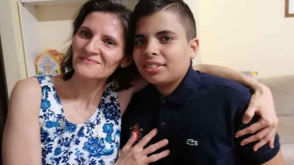 Diego inició la petición y su madre, Maite, le animó.
