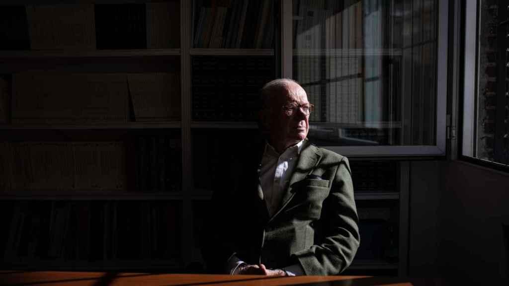 Nicolás Sartorius es abogado, periodista y escritor.