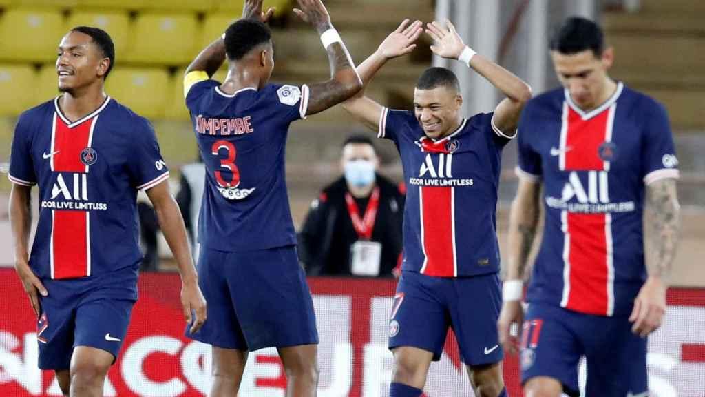 Mbappé celebra con sus compañeros un gol al Mónaco