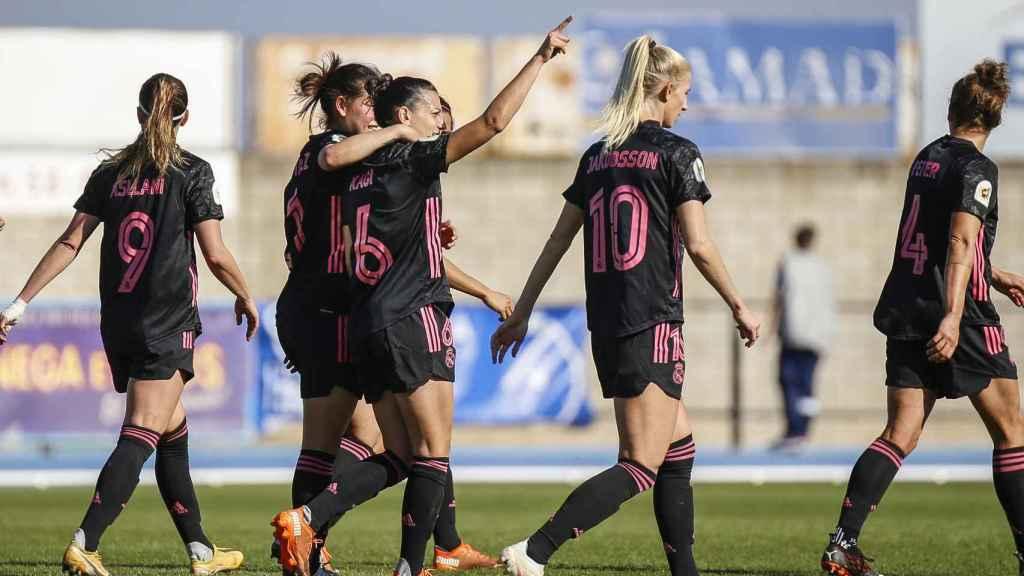El Real Madrid Femenino celebra el gol de Kaci contra el Betis