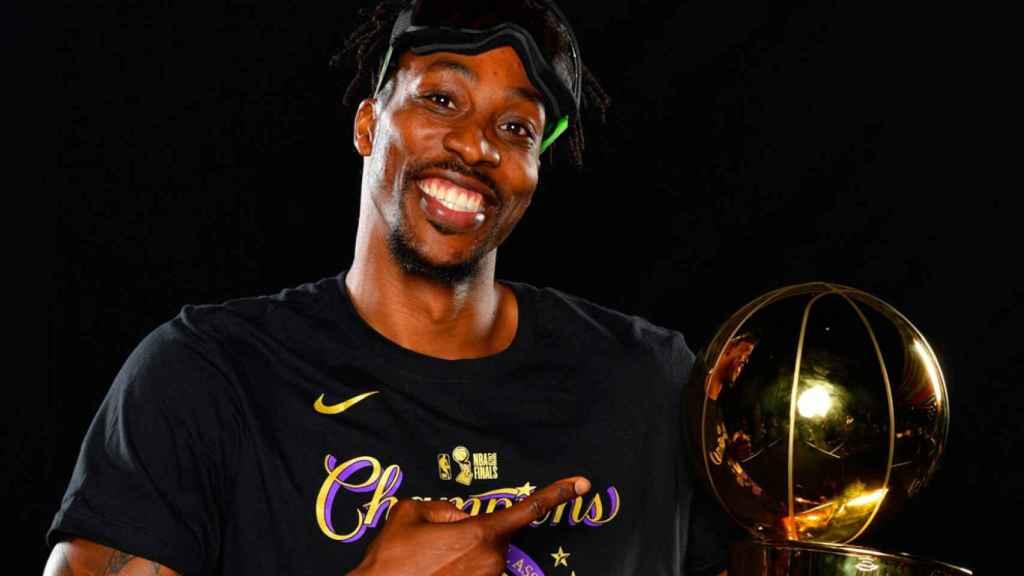 Dwight Howard celebra el campeonato de la NBA de los Lakers