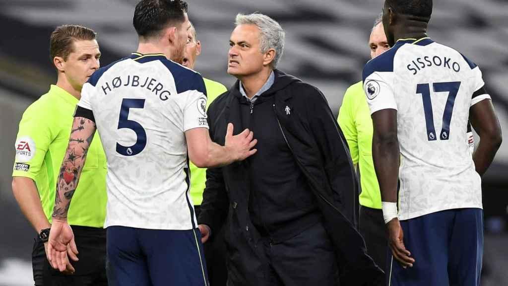 Mourinho celebra la victoria del Tottenham sobre el City Guardiola