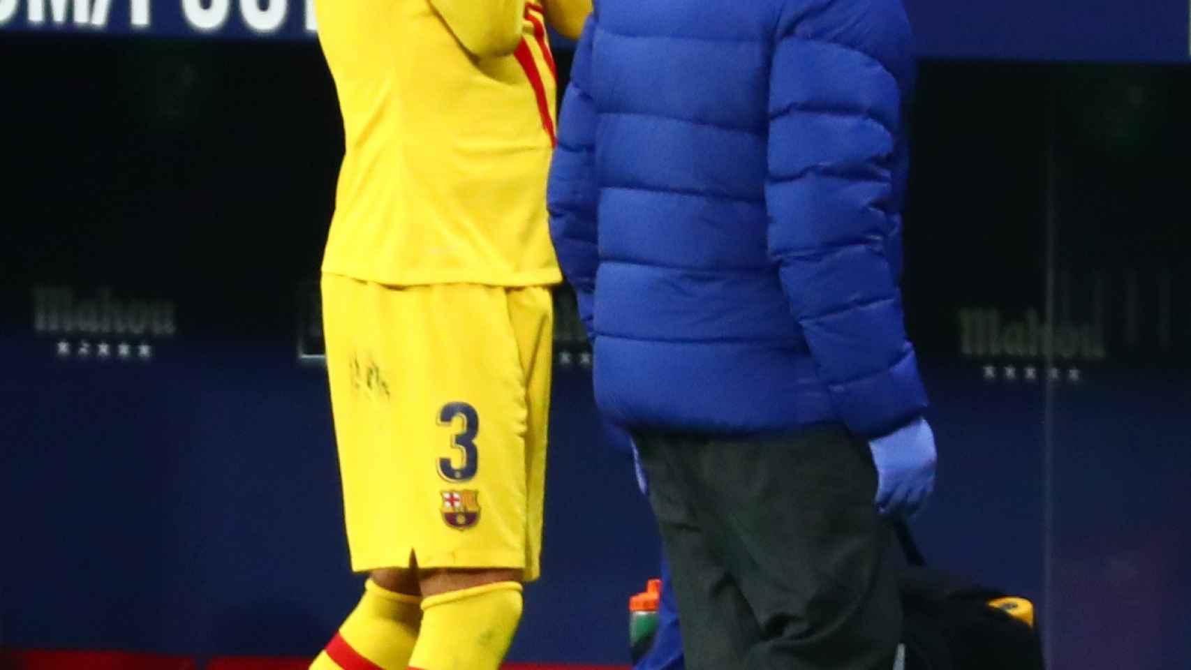 Piqué, llorando en el Wanda Metropolitano tras lesionarse