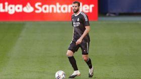 Nacho Fernández, con la camiseta negra del Real Madrid