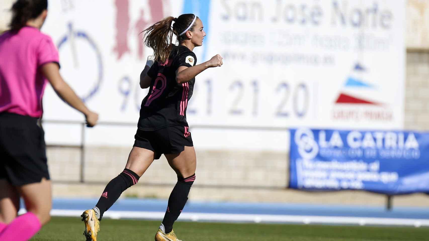 Asllani celebra su gol contra el Real Betis Féminas