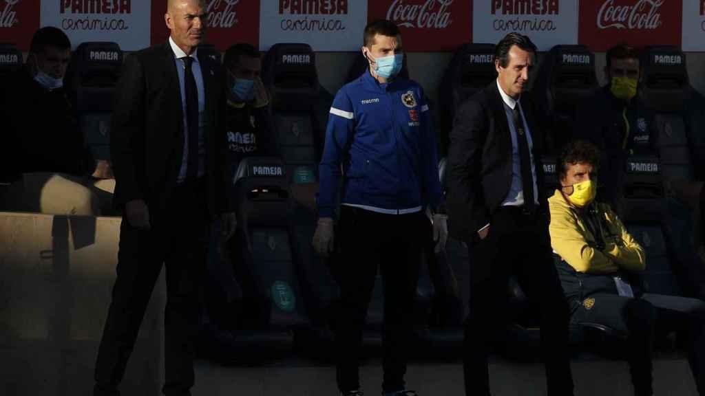 Emery y Zidane siguen el partido desde la banda del Estadio de la Cerámica