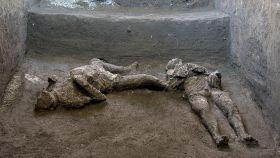 Los dos nuevos cuerpos hallados en Pompeya.