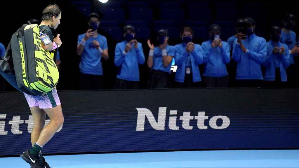 Rafa Nadal abandona la pista del O2 Arena durante las ATP Finals de 2020