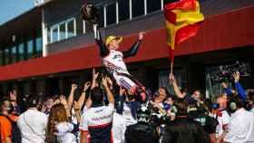 Albert Arenas celebra su título de Moto3