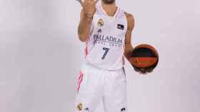 Facundo Campazzo, durante una sesión de fotos con ACB