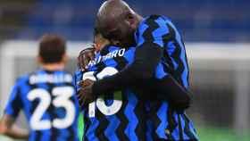 Lukaku y Lautaro celebran un gol con el Inter