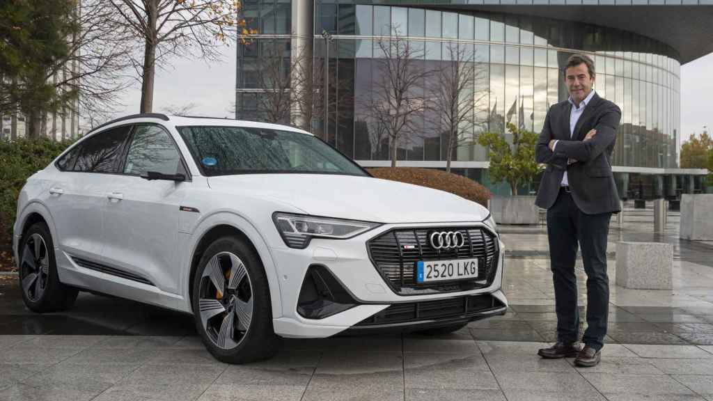 Aparicio junto al nuevo e-tron Sportback, el segundo eléctrico de Audi.
