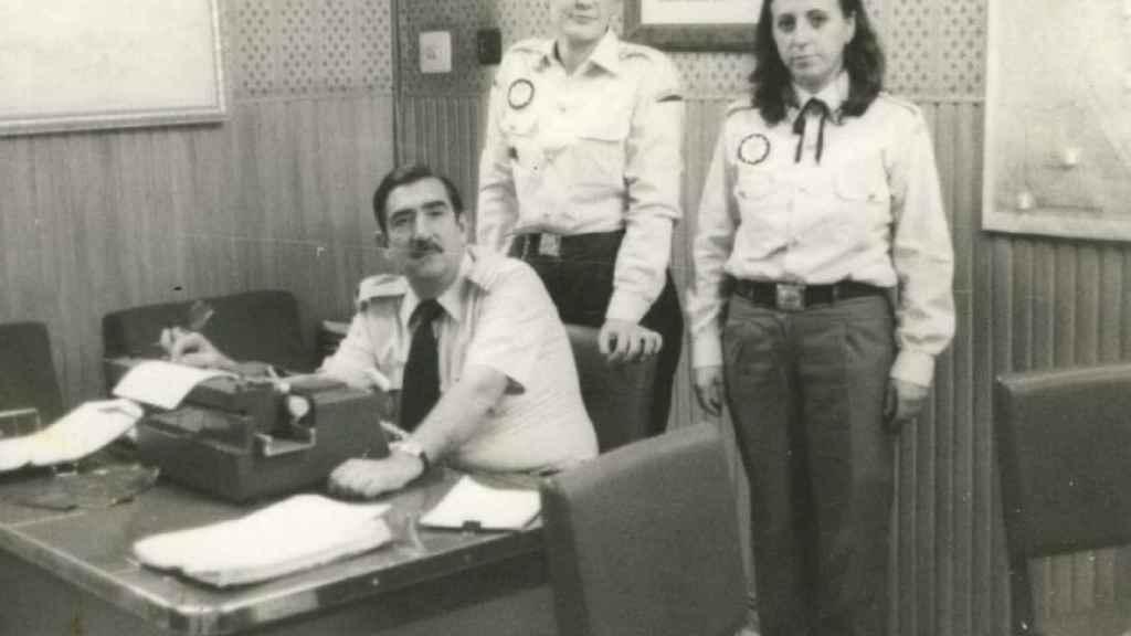Cándida Barroso (en el centro) formó parte del primer grupo de mujeres en entrar en la Policía Local de Valencia.