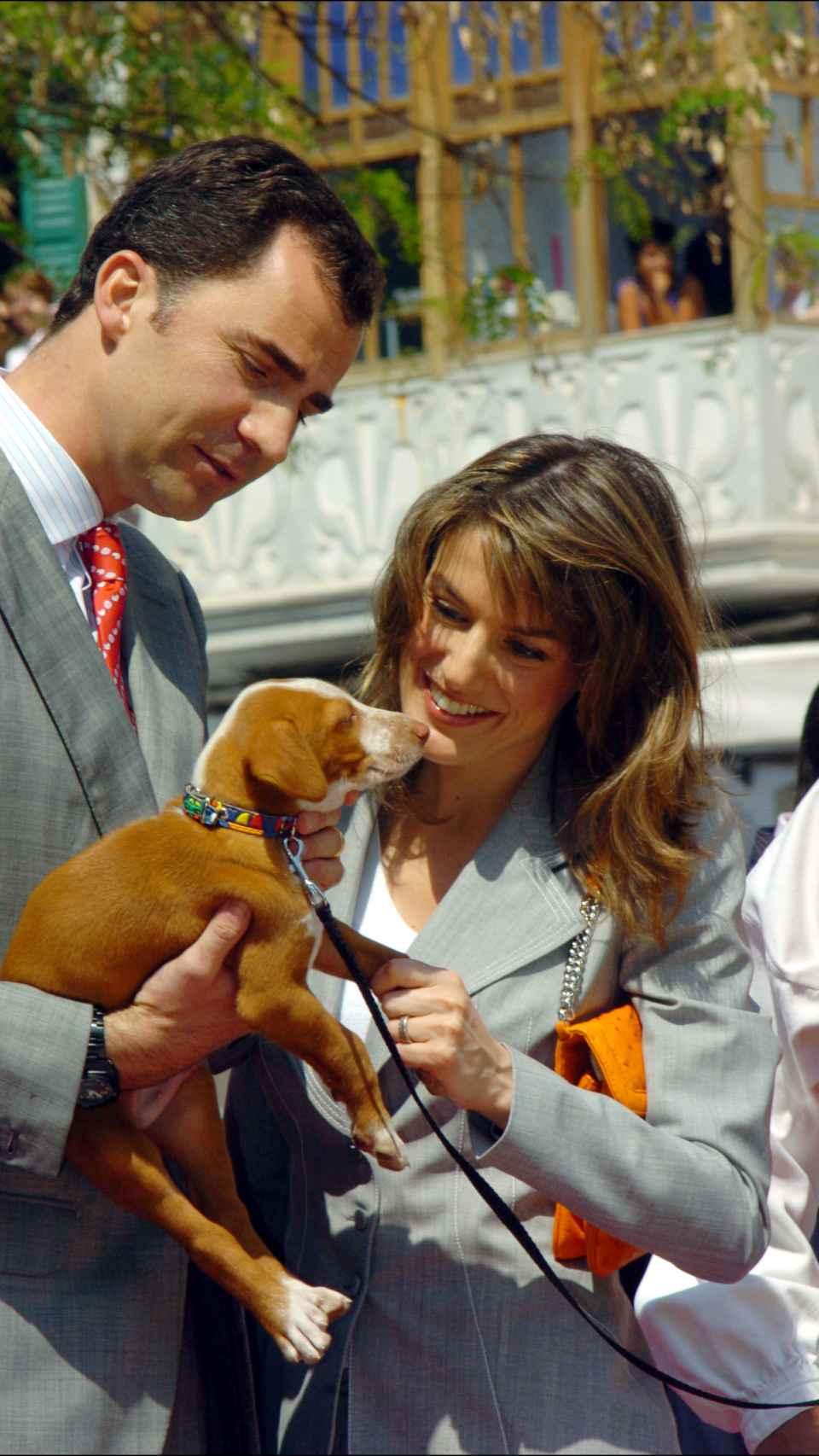 Felipe y Letizia en mayo de 2005 en una visita oficial a las islas Baleares.