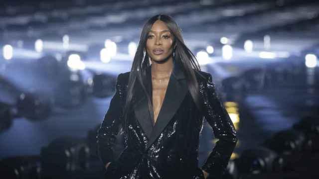 Naomi Campbell en la pasarela de París en 2019.