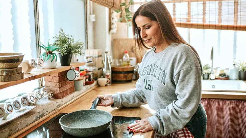Raquel Salazar en las imágenes promocionales de Easy Cook con Raquel Salazar.