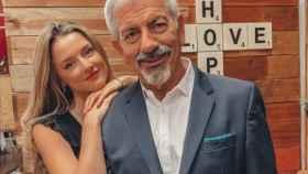 Yulia Demoss posando junto a Carlos Sobera en una imagen de sus redes sociales.
