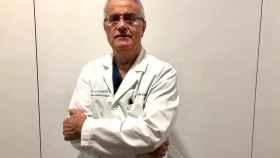 El doctor Ramón Cugat, en su clínica