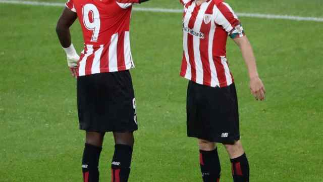 Iker Muniain celebra con Iñaki Williams su gol en el Athletic - Betis de La Liga