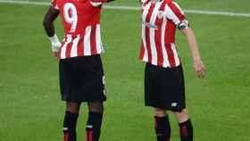 Iker Muniain celebra con Iñaki Williams su gol en el Athletic - Betis de La Liga